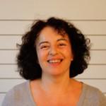 Nandini est professeur de Yoga et de Pilates à l'espace Oxygène et au Studio Keller. Elle organise aussi des retraites croisières sur péniche.
