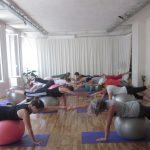 Leballon suisse utilisé en Yoga ball® et aussi dans les arts martiaux permet de développer la proprioception