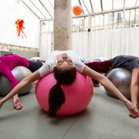 Au studio Keller, vous trouverez toutes sortes de Yoga dont le Yoga Ball avec Nandini.