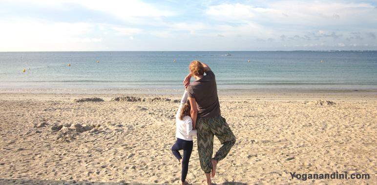 yoga en famille avec les postures d'équilibre